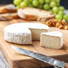 Vegan Aged Camembert Cheese - Full of Plants Vegan Cheese Recipes, Vegan Foods, Vegetarian Recipes, Cashew Cheese, Gateaux Vegan, Cheese Tasting, Base Foods, Raw Vegan, Vegan Pesto