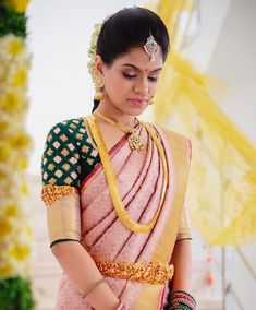 bridal jewelry for the radiant bride Bridal Blouse Designs, Saree Blouse Designs, Blouse Styles, Indian Dresses, Indian Outfits, Indian Clothes, Bridal Looks, Bridal Style, Wedding Saree Blouse
