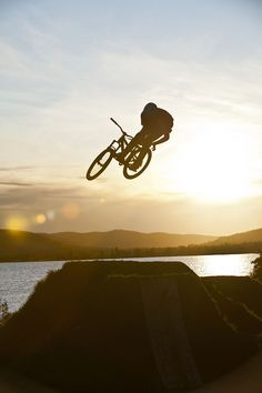 Dirt Jumps. Doin the dam thing!!