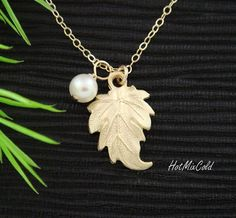 Pearl Leaf necklace, GOLD Ivy leaf Jewelry, Simple Bridesmaid's Necklace, White pearl, Wedding gifts Idea, June birthstone