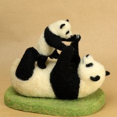 KAJI Needle-felted Pandas - Mother and cub