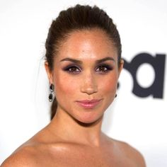 Source: Michael Stewart / GettyA week after the royal wedding, the Duchess of Sussex, Meghan Markle, has officially been given her crest of arms—and it's utterl Estilo Meghan Markle, Meghan Markle Hair, Meghan Markle Style, Megan Markle Makeup, Meagan Markle Hot, Meghan Markle Prince Harry, Prince Harry And Megan, Lady Diana, Divas