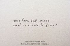 Happy New Year Quotes :Etre fort, c'est sourire Mood Quotes, Daily Quotes, Life Quotes, Art Quotes, Happy New Year Quotes, Quotes About New Year, Positive Attitude, Positive Quotes, Sois Fort