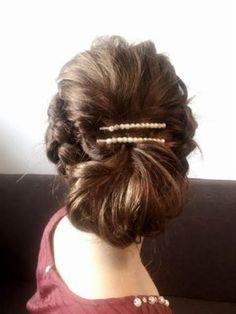 サイドを編み込んで折り込む毛束もざっくりボリュームのあるものにすることで上品な雰囲気に。ざっくり感がポイントなので毛量の多い方でもOKです。