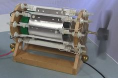 Funky Looking Motor is Powered by Static Electricity