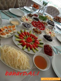 breakfast Sarma ve dolma – The Most Practical and Easy Recipes Breakfast Presentation, Food Presentation, Amazing Food Decoration, Fest Des Fastenbrechens, Party Food Buffet, Food Stands, Food Garnishes, Food Displays, Food Platters