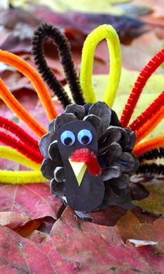 Adorable pinecone turkeys, the perfect #DIY for fall!