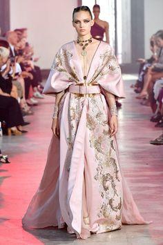 elie saab a/w 2019 couture Elie Saab Haute Couture, Haute Couture Fashion, Couture Week, Juicy Couture, Queen Fashion, High Fashion, Gothic Fashion, Event Dresses, Club Dresses