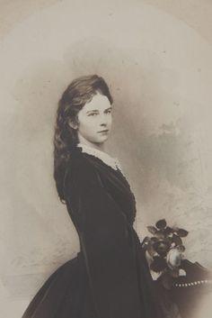 Kaiserin Elisabeth von Österreich ca. 1860  Sisi, Empress Elisabeth ...