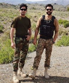 Pak Army Soldiers, Army Pics, Pakistan Armed Forces, Pakistan Army, Pakistani Dresses Casual, First Love, Mens Sunglasses, Handsome, Cute