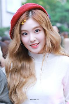 Red Velvet's Irene is a super gorgeous visual! Here are times Irene wore a cute beret, and killed it with her ethereal beauty! Irene Red Velvet, Red Velvet アイリーン, Kpop Girl Groups, Korean Girl Groups, Kpop Girls, Seulgi, Red Velvet Smtown, Red Velet, Favim
