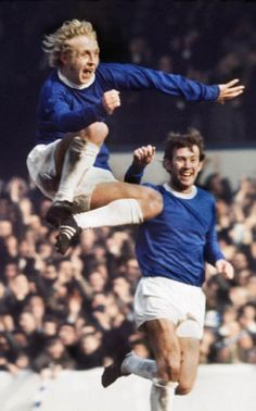Alan Whittle of Everton celebrates a goal along with Howard Kendall in Football Program, Football Cards, Kenny Sansom, British Football, Everton Fc, Soccer Stars, Football Pictures, Whittling, Portsmouth