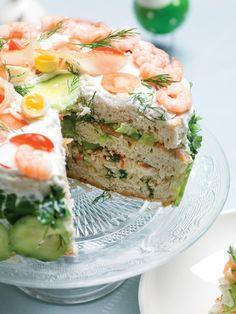 Zweedse hartige broodtaart met gerookte vis en kruiden