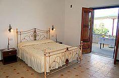 Ferienwohnung: Casa dei Fiori in Praiano - Blick in das zweite Schlafzimmer. www.amalfi-ferien.de