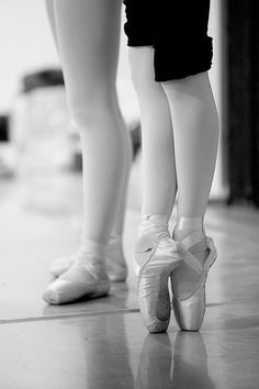 Lightly on your toes, by Kris (flickr) #ballet #pointe