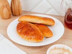 Воздушные пирожки с джемом никого не оставят равнодушным. Нежный аромат домашней выпечки быстро наполнит ваш дом теплом и уютом. Так приятно собраться в выходные всей семьей за чашечкой горячего чая и сладкого, мягкого пирожка, приготовленного с любовью.Ингредиенты:Куриное яйцо — 1... Hot Dog Buns, Hot Dogs, Bread, Food, Brot, Essen, Baking, Meals, Breads