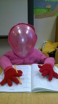 Kinőtt ruhák, papírgombócok és egy lufi- kész is van az új osztálytárs :D