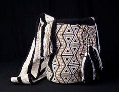 15 May 2018 Modelos de bolsos 50 Views 15 May 2018 Models of bags 50 Views Art Guajiro – Mochilas Wayuu, crafts from Colombia: Mochila Wayuu … Wayuu bags Columbus Day Sale, Beaded Bags, Tapestry Crochet, Crochet Purses, Crochet Accessories, Diy Fashion, Fashion Styles, Knitting, Weaving