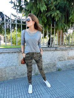 martaantolinez Outfit  collar zara Camiseta MANGO bolso Uterqüe Pantalón camuflaje Zara zapatillas Primark  Invierno 2012. Cómo vestirse y combinar según martaantolinez el 29-9-2012