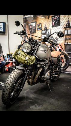 Suzuki Inazuma salon moto légende