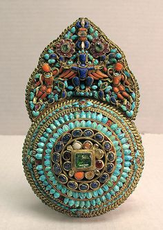 Tibet -Earring from the 17th - 19th century, Gold, coral,  turquoise, lapis lazuli and other semi precious stones