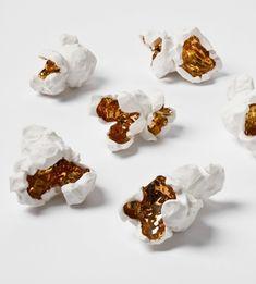 porcelain popcorn. pochocolo porcelana dorado escultura