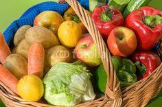 Gesunde Ernährung, Obst und Gemüse, verpackungsfrei einkaufen mit Einkaufskorb