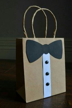 DIY Gift Ideas: 29 Handmade Gifts Diy Bag and Purse diy gift bag Diy Bags Purses, Diy Purse, Fathers Day Crafts, Gifts For Father, Gift For Men, Brother Gifts, Bridal Gifts, Wedding Gifts, Party Wedding