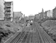 Berlin, S-Bahnhof Prenzlauer Allee mit Gasometer, 1983 Foto - Gerd Danigel - Fotograf aus Berlin
