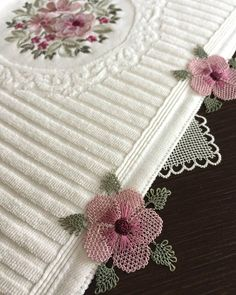 Needle Lace, Crochet Designs, Elegant Table, Blouse Designs, Diy And Crafts, Shabby Chic, Handmade, Jewelry, Tulum