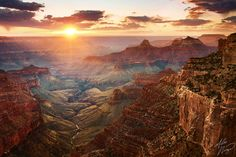 Grand Canyon North Rim, Arizona, USA    Sunset (by Alex Noriega.)