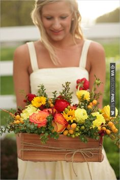 flower box arrangement | CHECK OUT MORE IDEAS AT WEDDINGPINS.NET | #weddings #weddingflowers #flowers