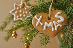 Figúrky na stromček - Recept pre každého kuchára, množstvo receptov pre pečenie a varenie. Recepty pre chutný život. Slovenské jedlá a medzinárodná kuchyňa Gingerbread Cookies, Christmas Ornaments, Holiday Decor, Food, Gingerbread Cupcakes, Xmas Ornaments, Ginger Cookies, Meal, Christmas Jewelry