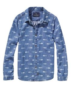 Scotch Shrunk 2015 Für dieses klassische Chambray-Shirt haben wir eine superweiche Baumwolle genommen, die leicht ist und wunderschön fällt, und ihr einen coolen Slim Fit verlieht. Wenn du richtig smart aussehen willst, ohne auf Komfort zu verzichten, dann liegst du bei diesem Shirt genau richtig. Druckknopfleiste Regulärer Kragen Slim Fit Woraus der Artikel besteht: 100% Baumwolle
