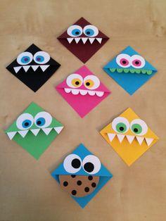 Origami Bookmark Corner, Bookmark Craft, Bookmarks Kids, Origami Monster Bookmark, Corner Bookmarks, Crochet Bookmarks, Diy Marque Page, Marque Page Origami, Origami Simple