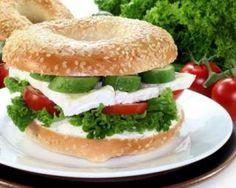 Bagel minceur au concombre et deux chèvres : http://www.fourchette-et-bikini.fr/recettes/recettes-minceur/bagel-minceur-au-concombre-et-deux-chevres.html
