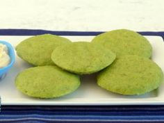 Moong Dal and Spinach Idli by Tarla Dalal Healthy Recipes For Diabetics, Diabetic Recipes, Gourmet Recipes, Vegetarian Recipes, Idli Recipe, Diabetic Breakfast, Recipe Link, Serving Platters, Food Print
