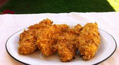An easy way to make crispy non fried chicken. Place the chicken in a bowl and season to taste. Take two cups of doritos. I used barbecue doritos for this recipe, but you can use any other flavor. Dorito Chicken Recipe, Easy Chicken Recipes, Doritos Chicken, Chicken Meals, Crispy Chicken, Baked Chicken, Doritos Recipes, Chicken Batter, Good Food