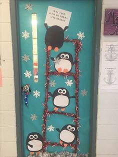 Christmas Door Decorating Contest, Holiday Door Decorations, School Door Decorations, Penguin Christmas Decorations, Class Decoration, Preschool Christmas, Preschool Crafts, Preschool Ideas, Preschool Bulletin