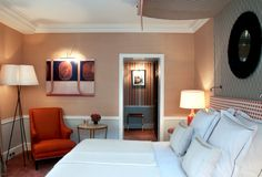 crown moulding, baseboard, wainscoting, bottom wall colour