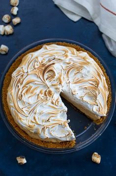 This Peanut Butter S'mores Pie starts with a crunchy graham cracker crust lined with chocolate, a creamy whipped peanut butter filling, and a cloudy marshmallow meringue topping. #pie #nobake