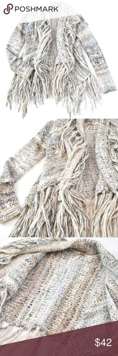 Free People Fringe Knit Cardigan Sweater Awesome Free People Sweater. Size XS. This chunky knit is warm and cozy. Features icy color tones, long sleeves and an open draping front that does not close. Fringe hemlines all over. Preowned but very clean and in great condition! Free People Sweaters Cardigans