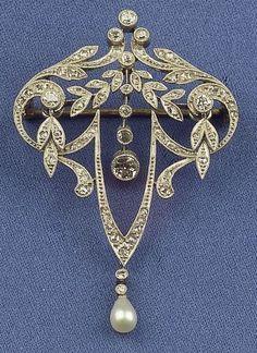 Edwardian Platinum, Diamond and Pearl Pendant/Brooch