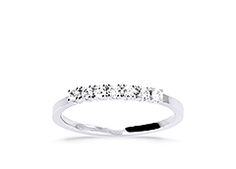 18K white, 7 is 0.20 ct, 390 EUR