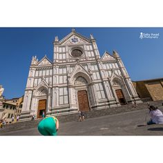 The decisive moment or true luck? What do you think? #gabyawadphotography #streetphotography #florence