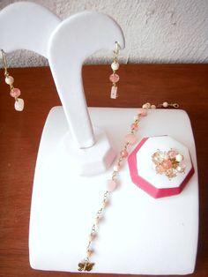 Tierna combinacion perla con rosa y salmon, aretes, pulsera y anillo...