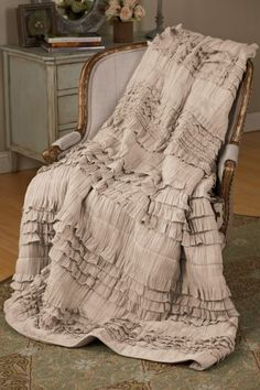 Love this ruffled quilt!