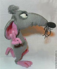 "Обучающие материалы ручной работы. Ярмарка Мастеров - ручная работа Мастер-класс ""Крысёныш Хортон"". Handmade. Crochet Animal Amigurumi, Crochet Mouse, Amigurumi Patterns, Crochet Animals, Kawaii Crochet, Cute Crochet, Knit Crochet, Crochet Doll Pattern, Sewing Toys"