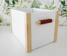 We say goodbye to the year with a post dedicated to crafts with cardboard boxes. Today we reuse shopping boxes, the packaging of online orders. Cardboard Box Storage, Recycle Cardboard Box, Cardboard Box Crafts, Toy Storage, Storage Boxes, Dresser In Living Room, Ideas Para Organizar, Craft Materials, Organizing Your Home
