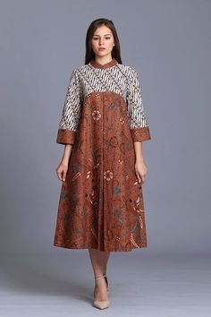 Thrifty ads online,tell them we sent you and get a discount, Source by kipaw batik African Print Dresses, African Fashion Dresses, African Dress, Model Dress Batik, Batik Dress, Batik Fashion, Hijab Fashion, Dress Batik Kombinasi, Batik Muslim